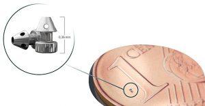 iStent inject - Größenverhältnis zu Ein Cent-Münze (Foto von George G Milford)